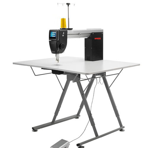 BERNINA Q 20 with Foldable Table